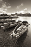 Wooden Rowing Boats on Derwent Water, Keswick, Lake District, Cumbria, England. Autumn Papier Photo par Adam Burton