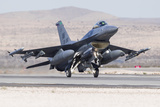 A US Air Force F-16C Fighting Falcon Landing