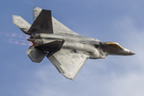 A US Air Force F-22 Raptor Makes a Fast Flyby