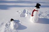 Snowmen in Forest Making Snow Angel Imprint in Snow in Late Afternoon Sunlight Alaska Winter Papier Photo par Design Pics Inc