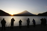 People Take Pictures of the Sunrise Appearing from the Foot of Japan's Highest Mountain