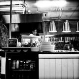 Chef in Restaurant Papier Photo par Rory Garforth