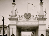 Entrance to Luna Park  Coney Island  NY