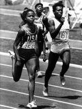 Olympic Games in Los Angeles  1984 : American Evelyn Ashford Winning the 100M  on R : Heather Oaks
