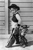 Neg:64518Pl Un Jeune Cow Boy Et Le Singe Savant Au Far West Le 27 Septembre 1960