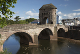 Monnow Bridge and Gate over the River Monnow  Monmouth  Monmouthshire  Wales  UK