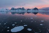 Sunrise over Wiencke Island in the Neumayer Channel  Antarctica  Polar Regions