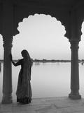 Woman Wearing Sari, Jaisalmer, Rajasthan, India Papier Photo par Doug Pearson