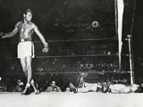 Sugar Ray Robinson  Knocked Out Filipino Flashy Sebastian in the First Round
