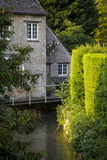River Windrush Winds it's Way Through Burford  Oxfordshire  England