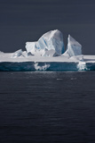 Antarctica. Iceberg Papier Photo par Janet Muir