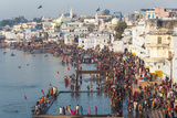 Pilgrims on their Way to Holy Pushkar Lake  Pushkar  Rajasthan  India