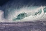 Hawaii  Oahu  Large Waves Along the Pipeline Beach