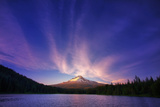 Hood Light  Magic Mood at Mount Hood  Trillium Lake  Oregon Portland