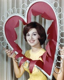Marlo Thomas smiling in Heart Frame