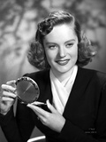 Alexis Smith smiling while Holding a Make up Kit