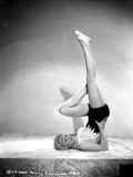 Penny Singleton Yoga Posed in Sexy Sportswear