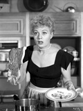 Shelley Winters Holding Plate in Classic