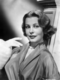 Arlene Dahl posed On Side in Classic Hairdo with Pearl Necklace