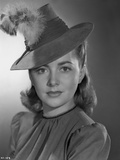 Olivia DeHavilland Portrait in Dress with Hat