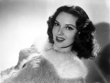 Linda Darnell smiling in Black and White