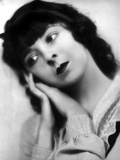 Colleen Moore Head Leaning on Hand Pose