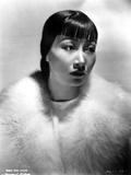 Anna Wong Using a Fur Scarf