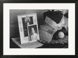 Pictures and Mementoes on Phonograph Top: Yonemitsu Home