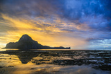 Dramatic Sunset Light over the Bay of El Nido  Bacuit Archipelago  Palawan  Philippines