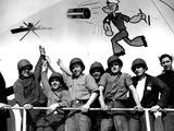 Crew Pointing to Popeye 1943 Papier Photo