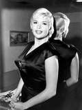 Jayne Mansfield  Experimenting with a New Short Hairdo  November 1962