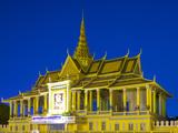 Moonlight Pavilion (Preah Thineang Chan Chhaya) of the Royal Palace at Dusk  Phnom Penh  Cambodia