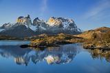Chile, Torres Del Paine, Magallanes Province, Torres Del Paine National Park and Paine Massif Papier Photo par Nigel Pavitt