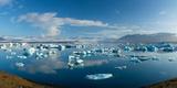 Icebergs in Jokulsarlon Lagoon  Beneath Breidamerkurjokull Glacier  Sudhurland  Iceland