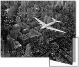 Douglas 4 Flying over Manhattan Acrylique par Margaret Bourke-White
