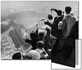 University of Pittsburgh Students Cheering Wildly from Atop Cathedral of Learning, School's Campus Acrylique par George Silk