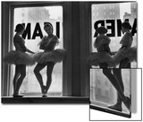 Ballerinas Standing on Window Sill in Rehearsal Room, George Balanchine's School of American Ballet Acrylique par Alfred Eisenstaedt