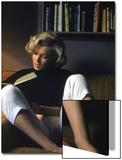 Marilyn Monroe qui lit chez elle Acrylique par Alfred Eisenstaedt