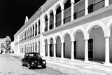 ¡Viva Mexico! B&W Collection - Black VW Beetle Car in Campeche III