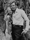 Roger Moore, Britt Ekland, The 007, James Bond: Man with the Golden Gun,1974 The Persuaders The Persuaders! Michelin, Tire James Bond Roger Moore, Britt Ekland, Maud Adams, The 007, James Bond: Man with the Golden Gun,1974