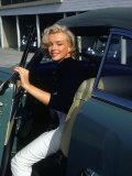 Marilyn Monroe Getting Out of a Car Aluminium par Alfred Eisenstaedt