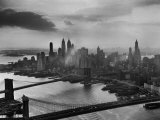 View of New York City Behind the Bridges That are Hovering over the East River Papier Photo par Dmitri Kessel