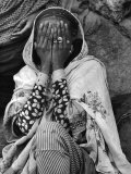 Ethiopian Woman Covering Her Face with Her Hands Aluminium par Alfred Eisenstaedt