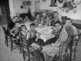 Portrait of a Family of Tuscan Tennat Farmers Sitting around Dinner Table Papier Photo par Alfred Eisenstaedt