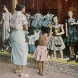 African American Ondria Thornton Window Shopping W Her Granddaughter Ondria Tanner