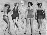 Models Lying on Beach to Display Bathing Suits Aluminium par Nina Leen