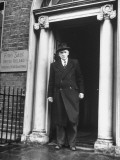 Richard Mulcahey Standing in the Doorway of the Fine Gael Headquarters Photo premium par Tony Linck