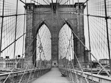 Pedestrian Walkway on the Brooklyn Bridge Reproduction d'art par Bettmann