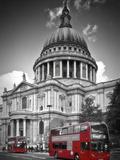 London St Pauls Cathedral & Red Bus