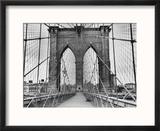 Pedestrian Walkway on the Brooklyn Bridge Reproduction encadrée par Bettmann